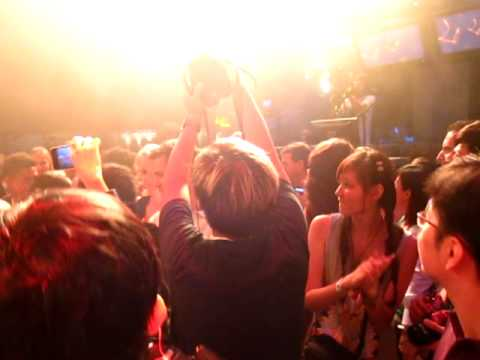 Sarah Blackwood and Gianni Luminati dancing with/in the audience in Singapore