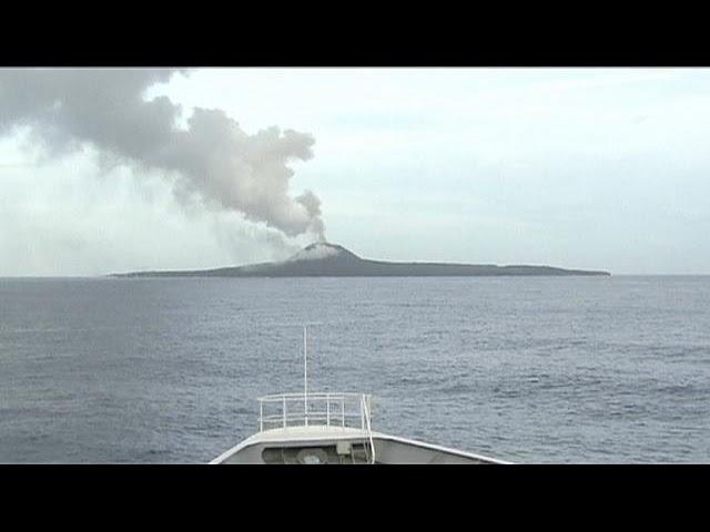 جزیره تازه از آب در آمده در ژاپن بزرگ تر شد