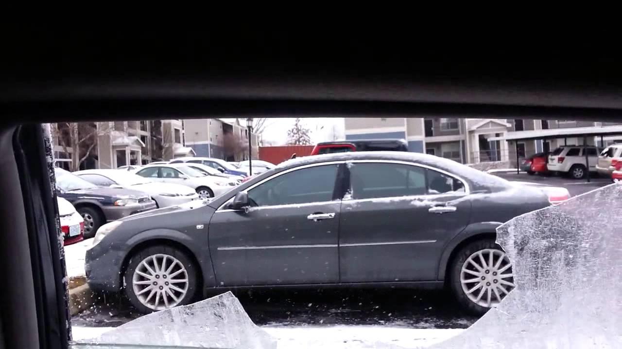 Comment enlever la glace de vos vitres de voiture ?