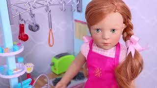 Sara doll👩🌾 reina dolls play funny😜 jokes in the dollhouse bathroom #3