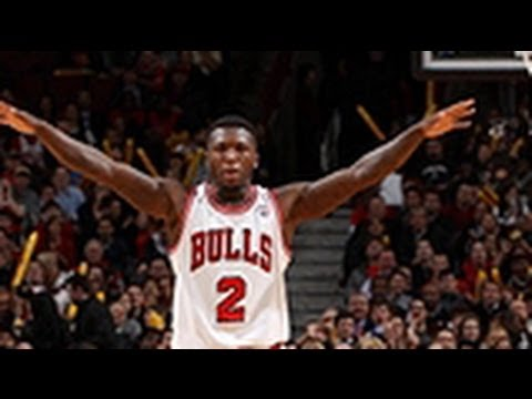 Nate Robinson's BIG dunk down the middle!