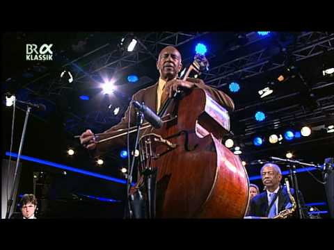 The Clayton-Hamilton Jazz Orchestra feat. John Pizzarelli - Jazzwoche Burghausen 2011 fragm. 2