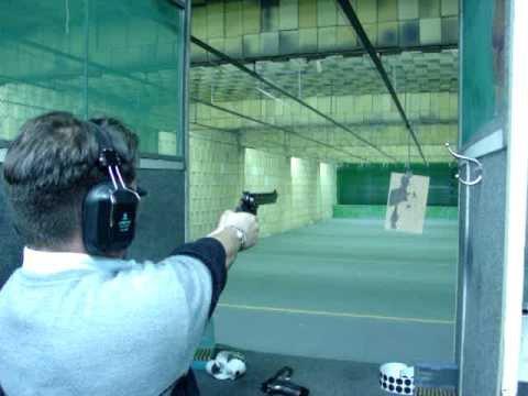 Tiros pistola .45 e revólver 38 6