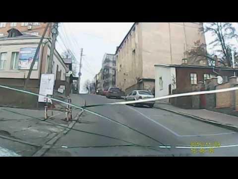 ДТП: У Вінниці на Театральній дівчина на ДЕУ збила хлопчика