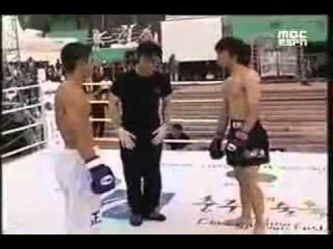 Taekwondo vs Muay Thai (Crazy KO)