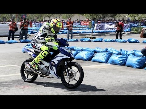 Valentino Rossi Race a Moped 135LC Sniper MX in Yamaha GP Philippines!