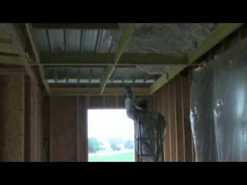 icynene isolation d 39 une toitrue en bac acier dans le 53 youtube. Black Bedroom Furniture Sets. Home Design Ideas