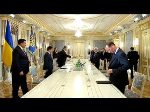 US Congressmen in Kyiv: Ukraine's Poroshenko calls for new sanctions against Russia