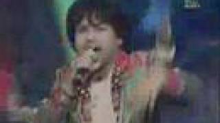 download lagu Kailash Kher Performing Chak De Phuttay Live gratis