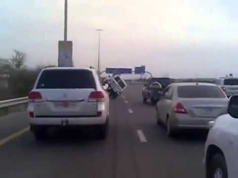 Crazy Stunts Dubai Shaikh Zayed Road 2 wheel driving stunt drivers arrested