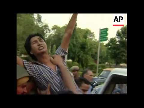 Chinese FM meets Indian PM amid protests by Tibetan exiles
