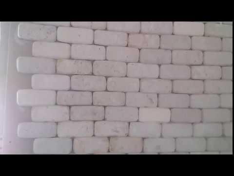 кирпичи из яичных лотков на стене