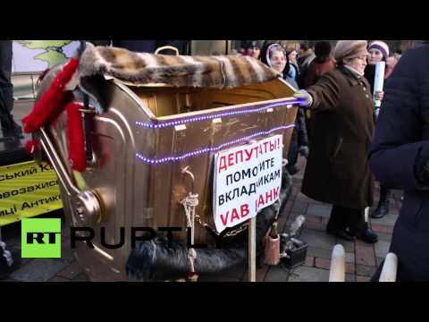 Ukraine: Anti-austerity protesters shove police outside Kiev Rada
