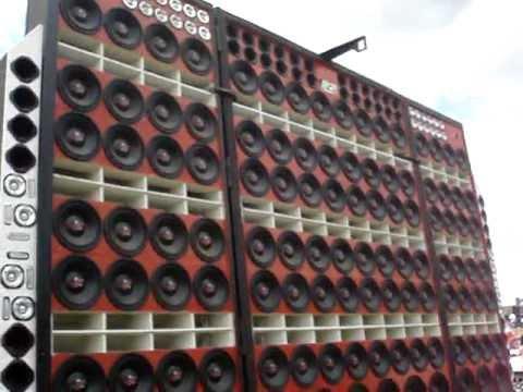 caminhão treme treme tocando musica dance