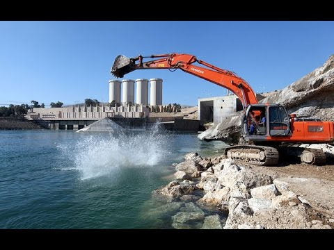Iraq's Mosul Dam Threatens Hundreds of Thousands