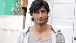Vidyut Jamwal Teaches Self Defence to Young College Girls | St. Andrews