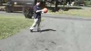 Explota un balón de baloncesto