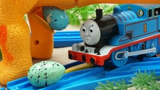 Thomas and Friends Meet Dinosaur Walking and Laying Eggs Toy Trains