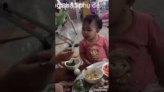 Em bé hài hước đáng yêu, cute baby with vegetable p2