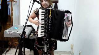 vanesa y su acordeon 3-6-2012.MP4