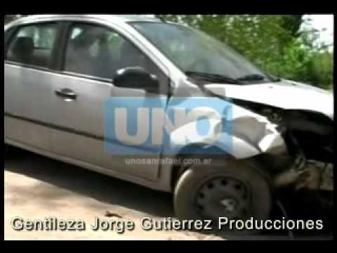 Un auto y una moto chocaron en forma violenta en Salto de Las Rosas