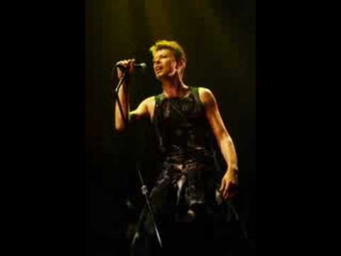David Bowie- Teenage Wildlife (live at Le Galaxy 2-16-96)