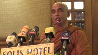 Ven Athuraliye Rathana thero addressing the War Heros.