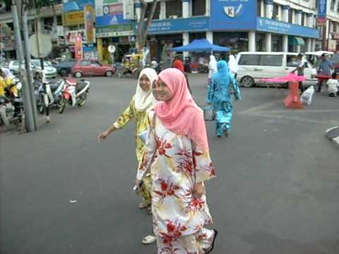 Daily life in Kota Bahru - Muezzin calls