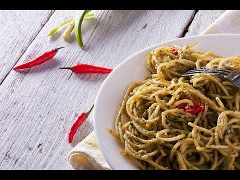 18 XAVER'S unvergleichliche Spaghetti mit veganem Bärlauch-Avocado Pesto