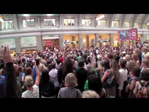 Michael Jackon Beat It: flash mob @ Centralstationen, Stockholm