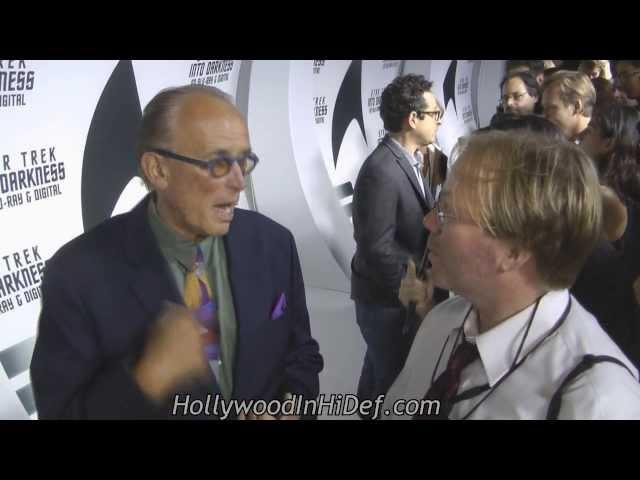 "Chamber's Rich Jones talks ""vertu"" w/ actor Peter Weller on Star Trek red carpet"