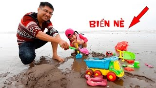 Baby go to the beach to play sand & Catch the sea jellyfish & Truck toy carrying sand | CreativeKids