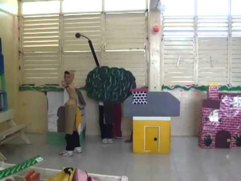 Los tres cochinitos ~ Proyecto / Obra de teatro ~ 2012.