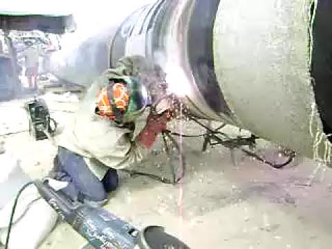 soldadores peruanos aplicando proceso FCAW en el gaseoducto PERULNG