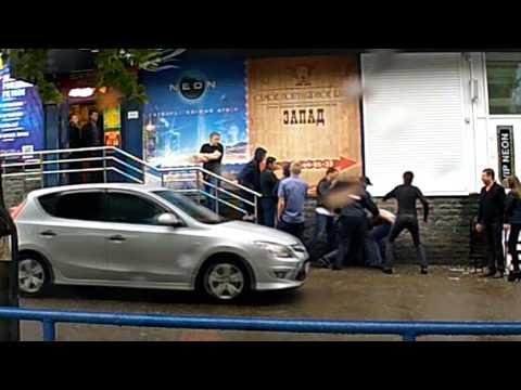 Удар с локтя и нокаут у клуба ул. Ломоносова. Место происшествия 02.09.2015