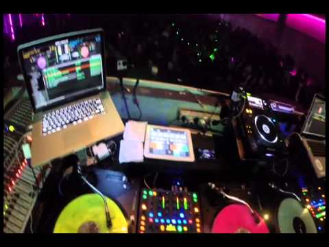 3kings (dj Agung-dj Goeslan-dj Dimas)  X2-equinox Jakarta 30 November 2013 video