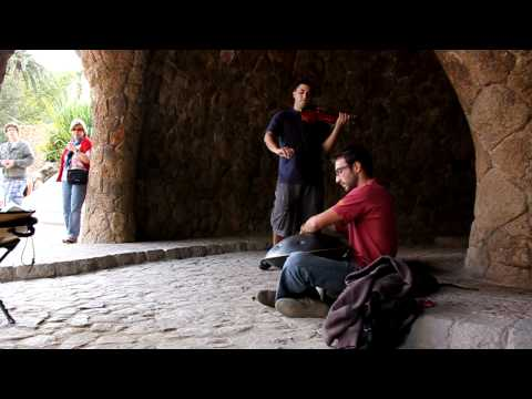 Alex Osés (Hang) and Flavio Lopez (Violin) at Parc Güell, Barcelona (HD)