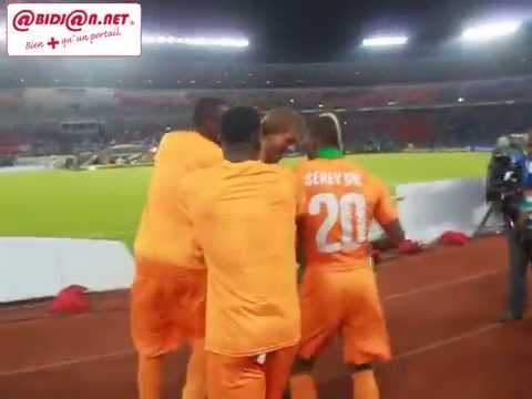 CAN 2015: Hervé Renard et ses joeurs jubilent apres la victoire contre le Ghana