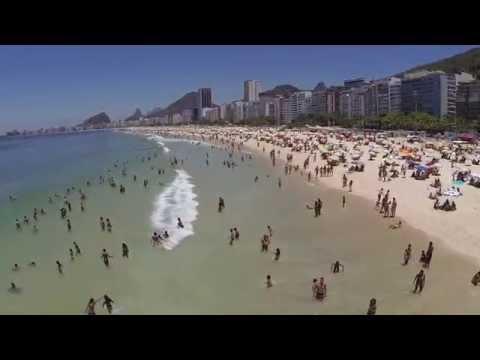 Leme - Dia de sol na praia do Leme, Rio de Janeiro