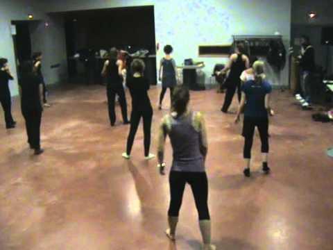 association africa tambours : 0660495128/ 0665726238 www.africatambours.org La danse est une activité qui peut grandement contribuer à la forme physique et p...