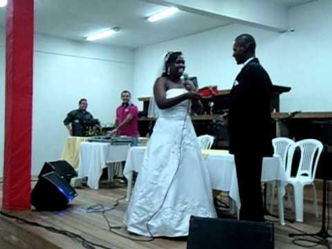 Noiva fala que esta gravida no dia do casamento(Elen 10/12/2011)