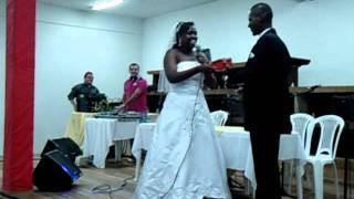 Noiva faz surpresa no casamento