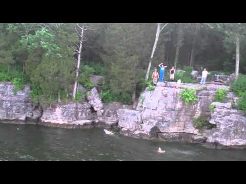 Kids on Percy Priest Lake Cliff Jumping! Nashville Tennessee!