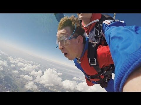 Hardwell Skydiving - The DJ MAG Bet