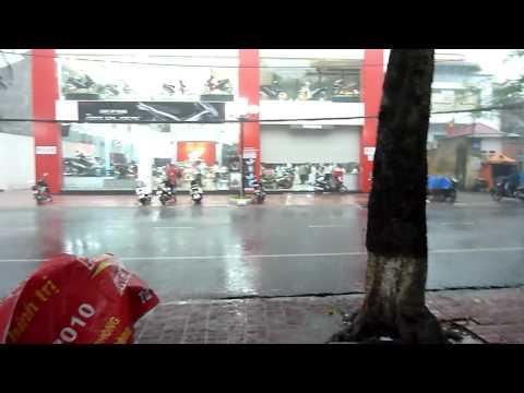Vietnam 2011 - Heavy rain stop downtown Haiphong