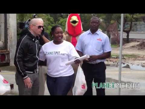 Mr 305, Dj Laz, Power 96, & 411 Pain give away thousands of turkeys in Miami for Thanksgiving 09.. Video