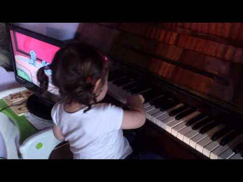 Roczne Dziecko Gra Na Pianinie - Amelia, Lekcja I :)