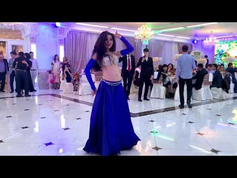девушка зажгла на тое. восточный танец. belly dancer