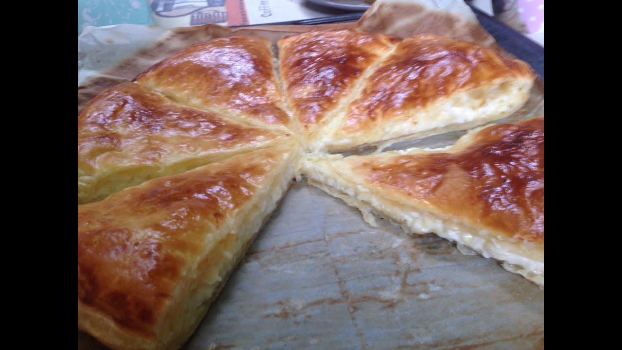 Хачапури с сыром из слоеного теста 6 фотография
