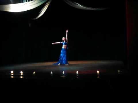 Solo de Belly Dance Hermosa Pequeña Bailarina
